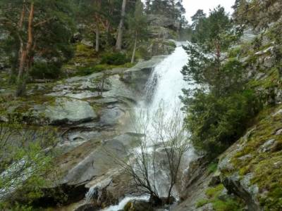 Puerto,Chorro Navafría; cova tallada ruta sendas del riaza excursion lagos de covadonga castro ulac